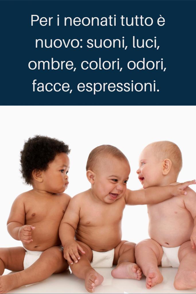 intrattenere il neonato - il neonato non si annoia mai