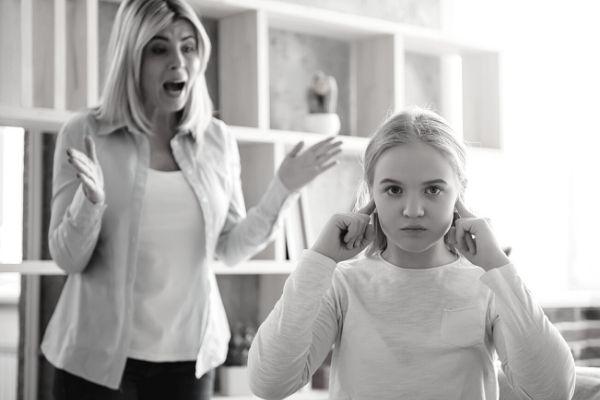 mamma che urla - abbandonare sgridate e punizioni
