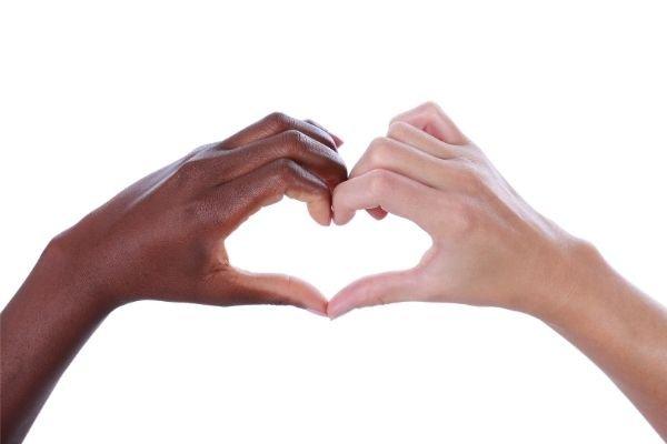 Come non crescere bambini razzisti: la soluzione del respectful parenting