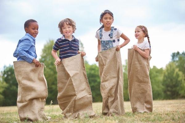 Educazione alternativa per non crescere bambini razzisti